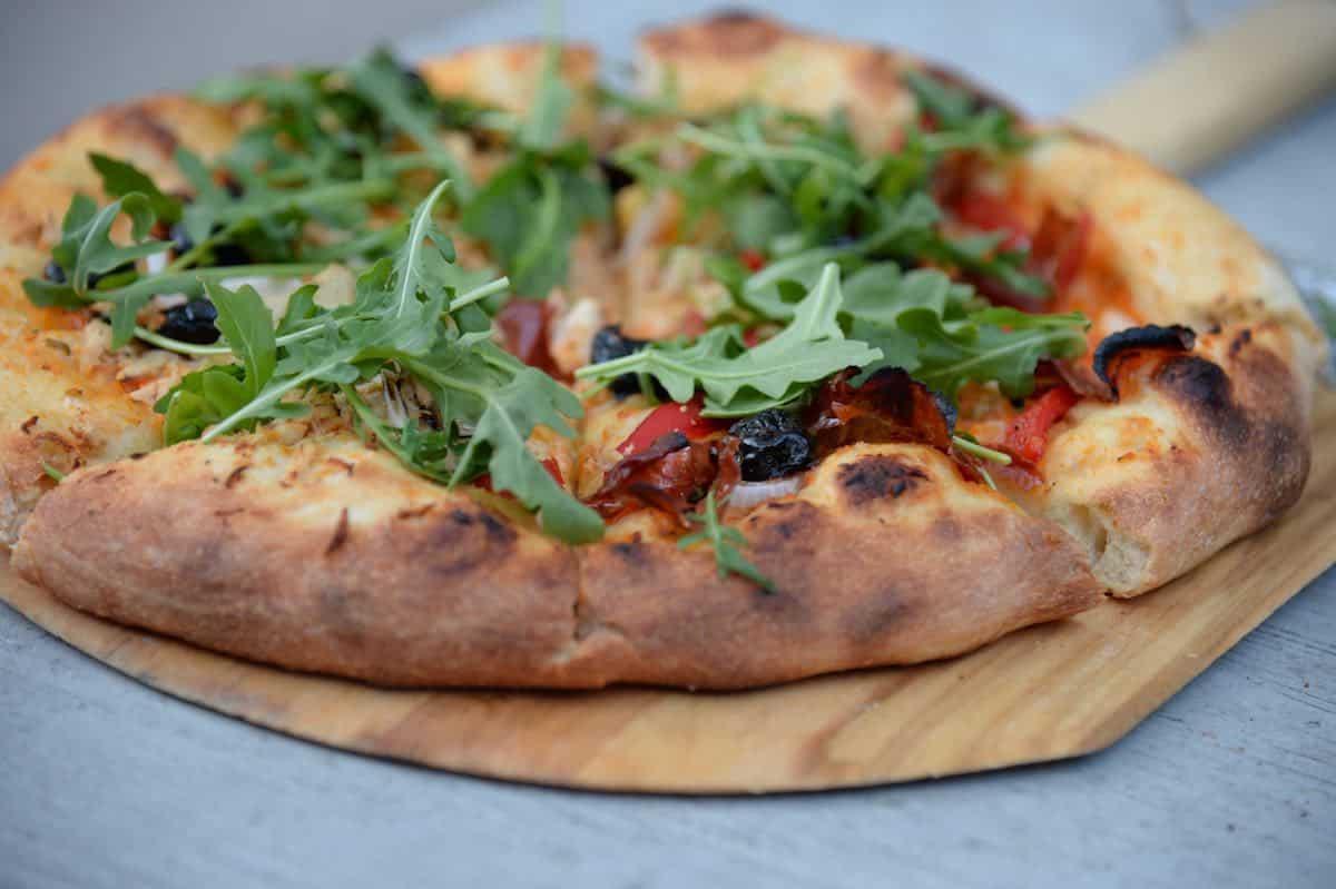 dingen om te doen als het regent pizza bakken