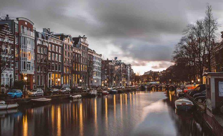 waar betaalbare bedrijfsruimte vinden in Amsterdam